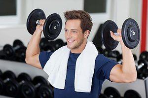 træner udholdenhed med håndvægte